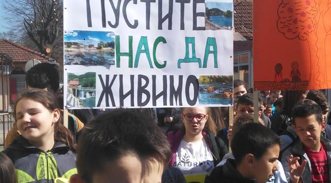"""Protesti pod nazivom """"Mladi kažu ne radioaktivnom otpadu""""  održani u Novom Gradu na platou ispred bioskopa sa početkom od 10.30 časova."""